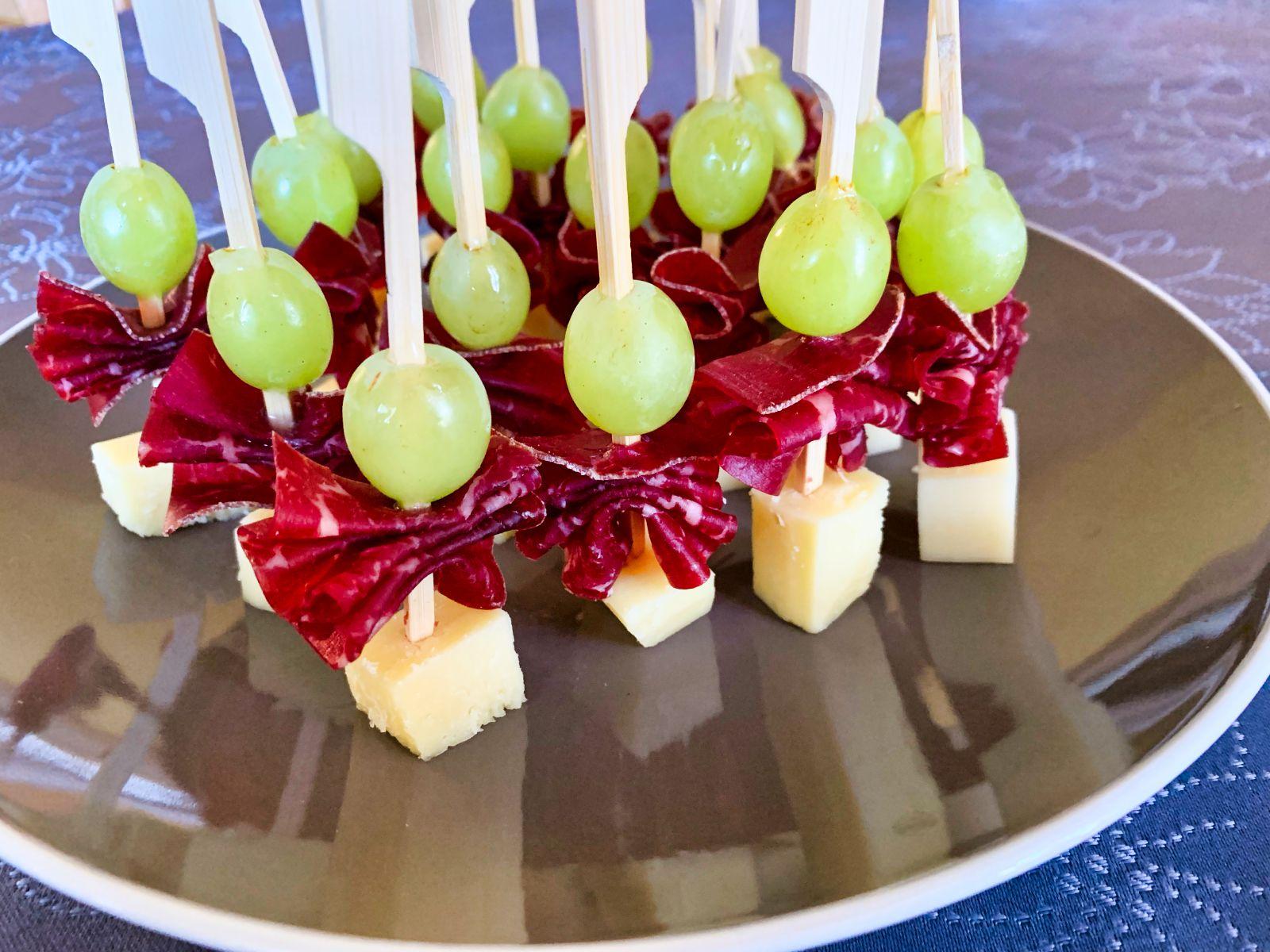 Recette de Brochettes raisin, comté, viande des grisons | Cuisine Blog