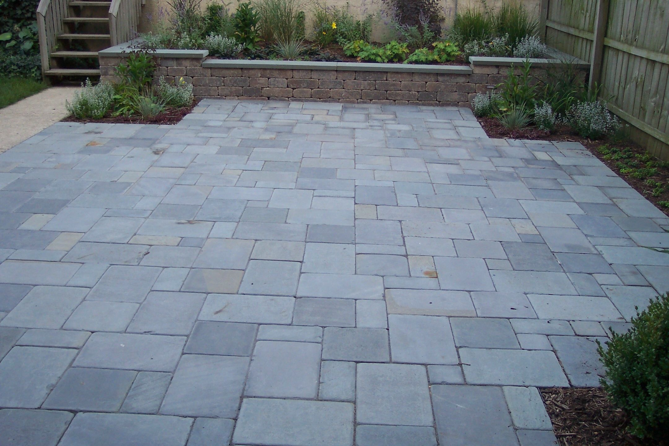 25 great stone patio ideas for your home stone patios for Bluestone pricing