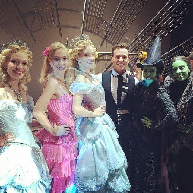 Majo Pérez, Crisanta Gomez, Cecilia de la Cueva(Glinda), Luis Carlos Villareal (Swing), Danna Paola & Ana Cecilia Anzaldúa (Elphaba) - Wicked México