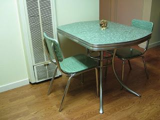 1950s Formica And Chrome Tables Gaining In Populalrity And Value Vintage Kitchen Table Retro Kitchen Tables Kitchen Table Settings