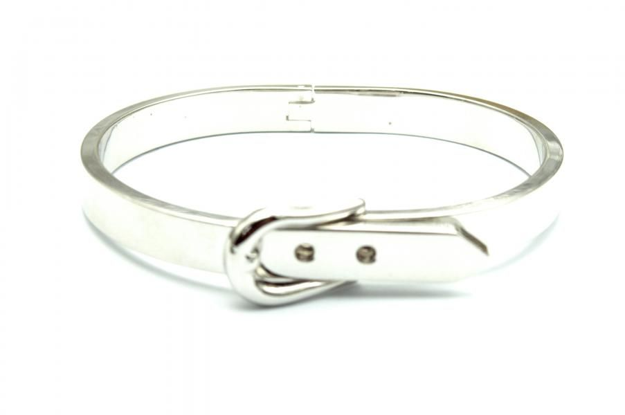 Silver-plated, gold-plated or rose gold plated vintage replica of a buckle belt bracelet. The bracelet closes like a belt.