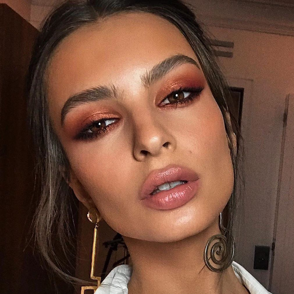 """Marc Jacobs Beauty on Instagram: """"Bronzed glimmering goddess @emrata 😍 @hungvanngo created yet another flawless glam look using the #Highliner in Brow(nie), Eye-Conic…"""""""