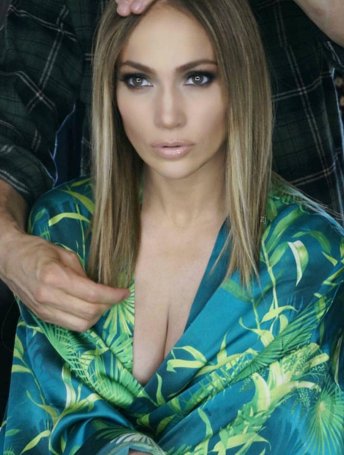 Jennifer Lopez straight and short hair style | Balayage ...