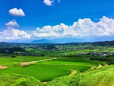 爽やかな夏の田舎の白い雲と青い空イメージ | 田舎 風景, 日本の景色 ...