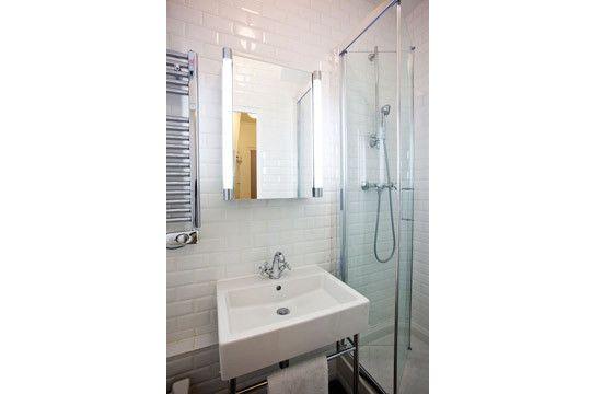 Salle de bain carrelage métro New Paris apartment Pinterest