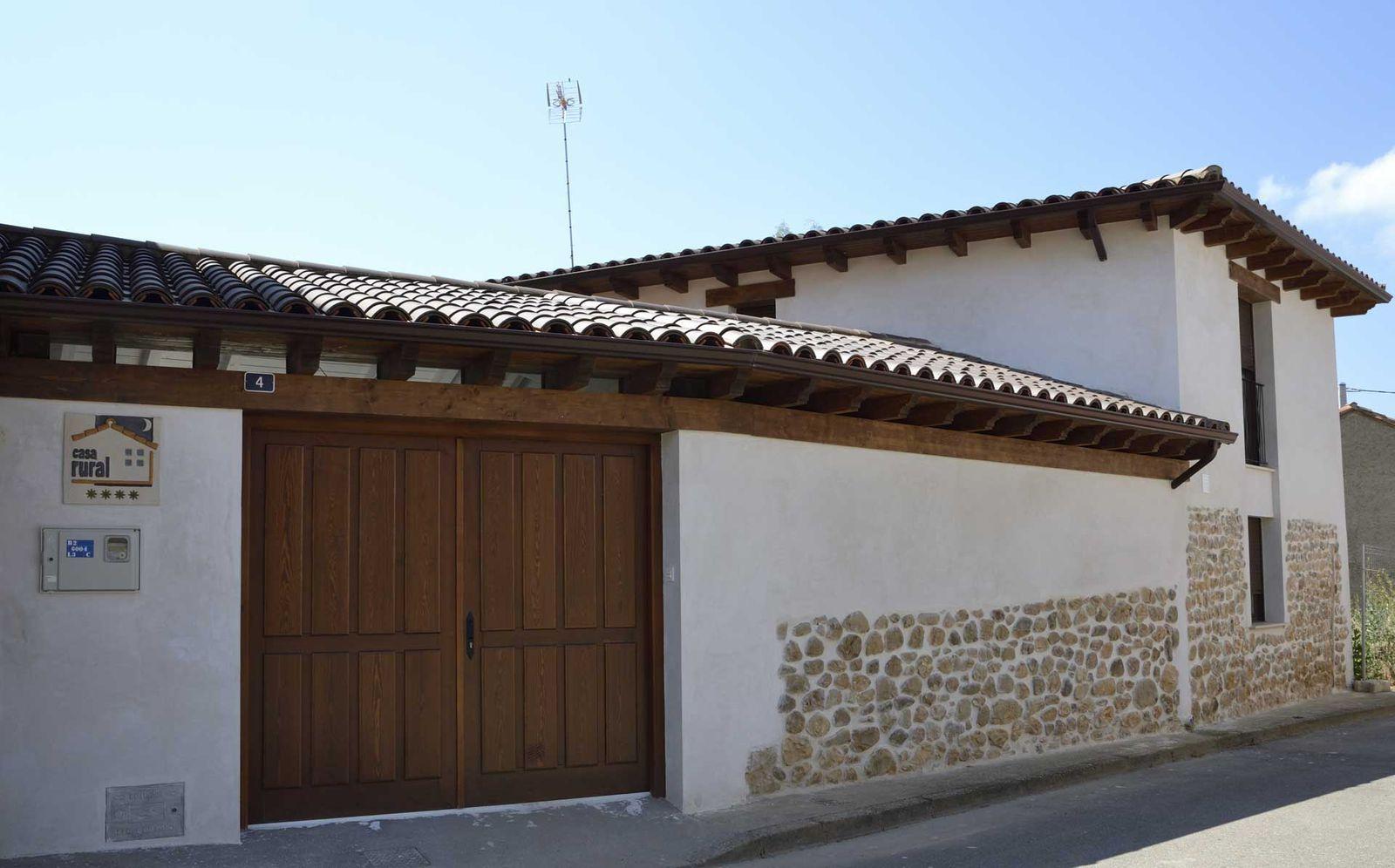 Una Casa De Pueblo Reformada Con Amor En Cerezales Del Condado Casa De Pueblo Casas Rurales Casas