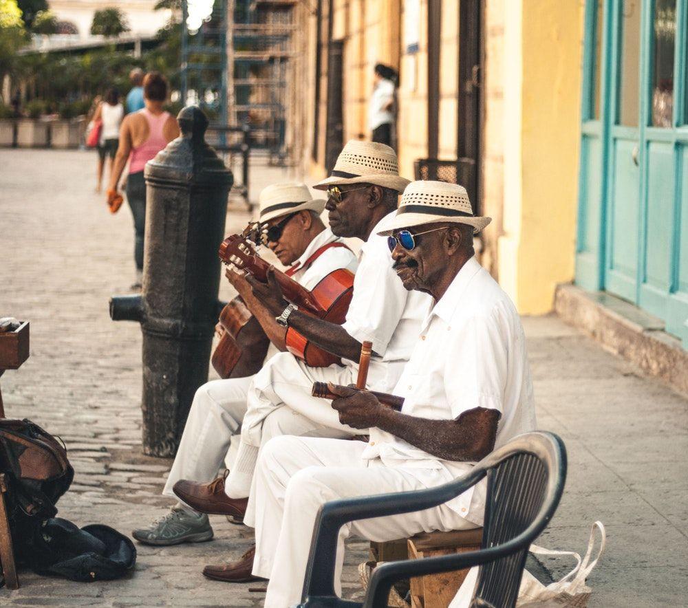 Musicos Tocando Nas Ruas De Habana Vieja Cuba Cuba Havana Viagem Dicas Ferias Fotografia Musica Havana Cuba Fotos De Viagens