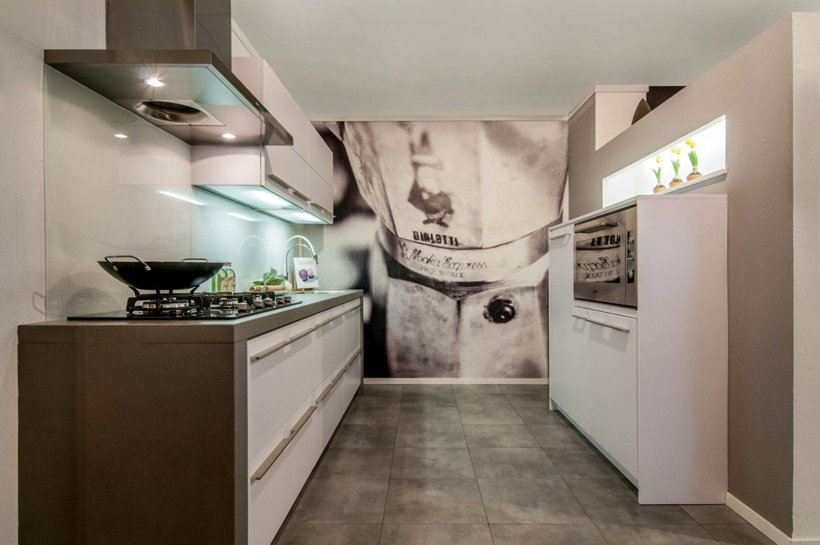 Met 1200m2 showroom is alligna een inspirerende badkamer- en ...