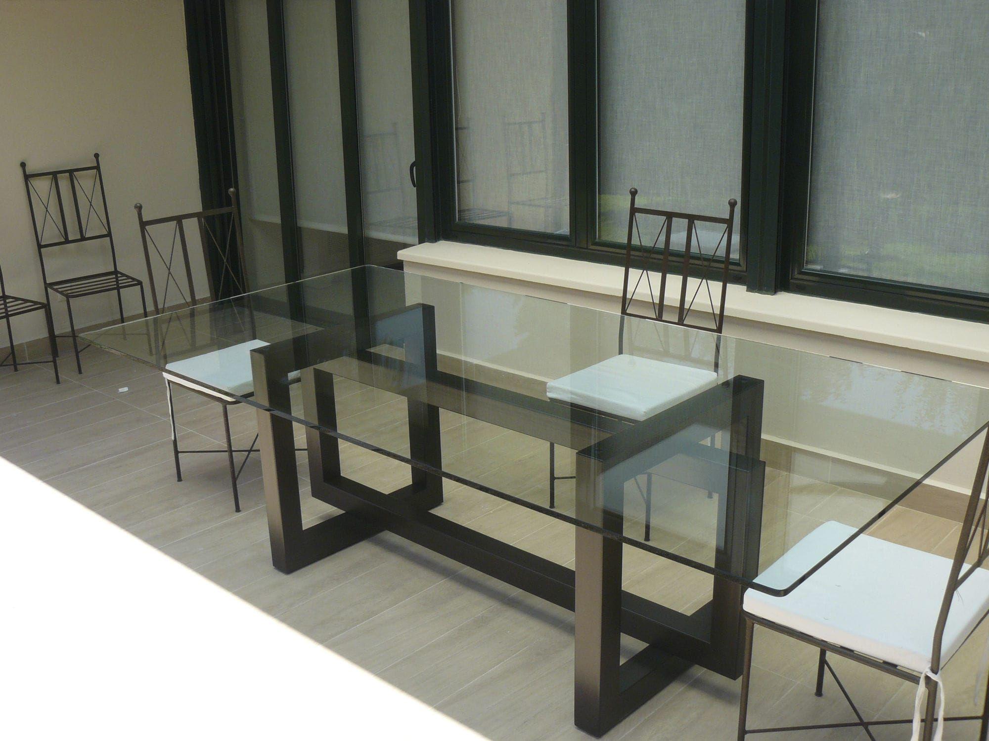 Mesa de comedor moderna de vidrio de acero for Mesa comedor vidrio