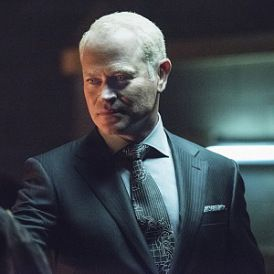 Arrow EPs on Oliver's Failed Proposal, a Flashback Twist and That Killer Ending - http://www.hollywoodfame.com/arrow-eps-on-olivers-failed-proposal-a-flashback-twist-and-that-killer-ending.html