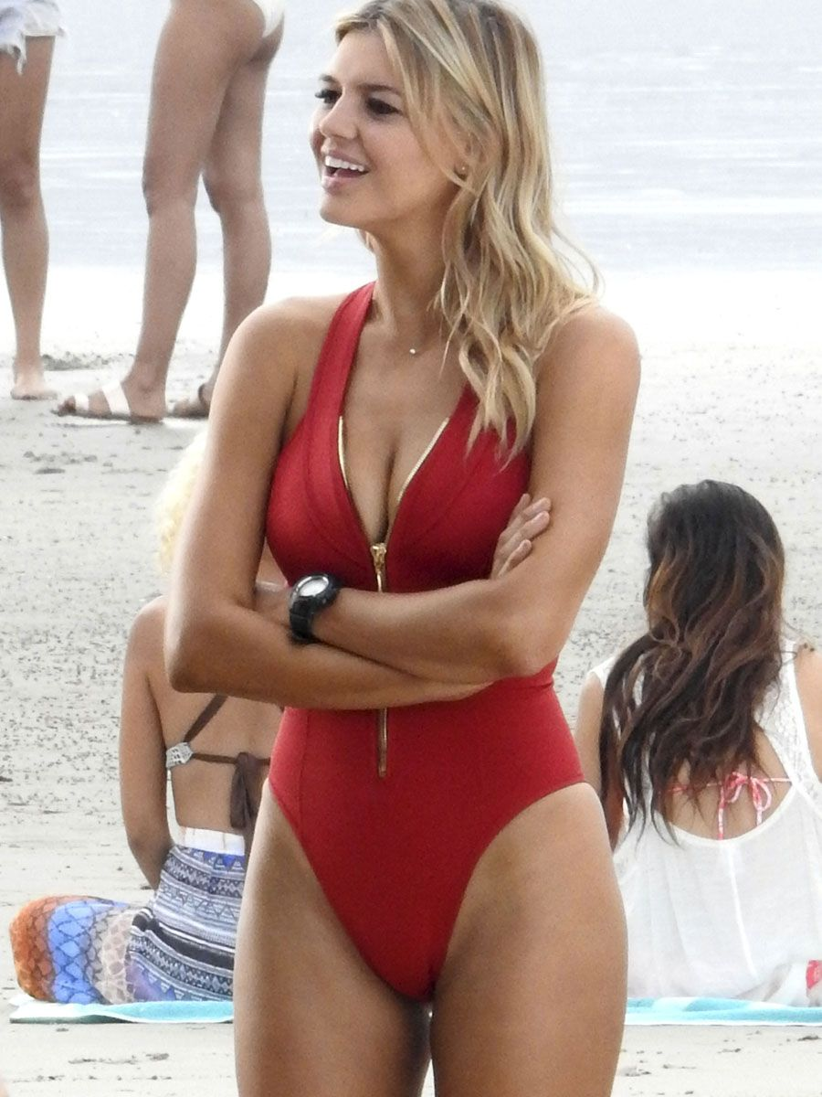 Cleavage Kelly Rohrbach nude (58 foto and video), Ass, Cleavage, Twitter, cameltoe 2015