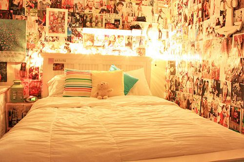 i want to make my room like this with a band and friend wall ...