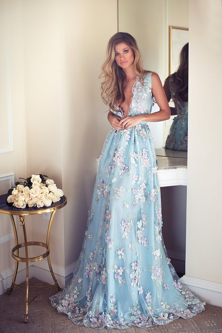 Beautiful blue wedding dress with 3D floral detail | itakeyou.co.uk #wedding #weddingdress #weddingdresses #weddinggown #beautifulgown #coloredweddingdress
