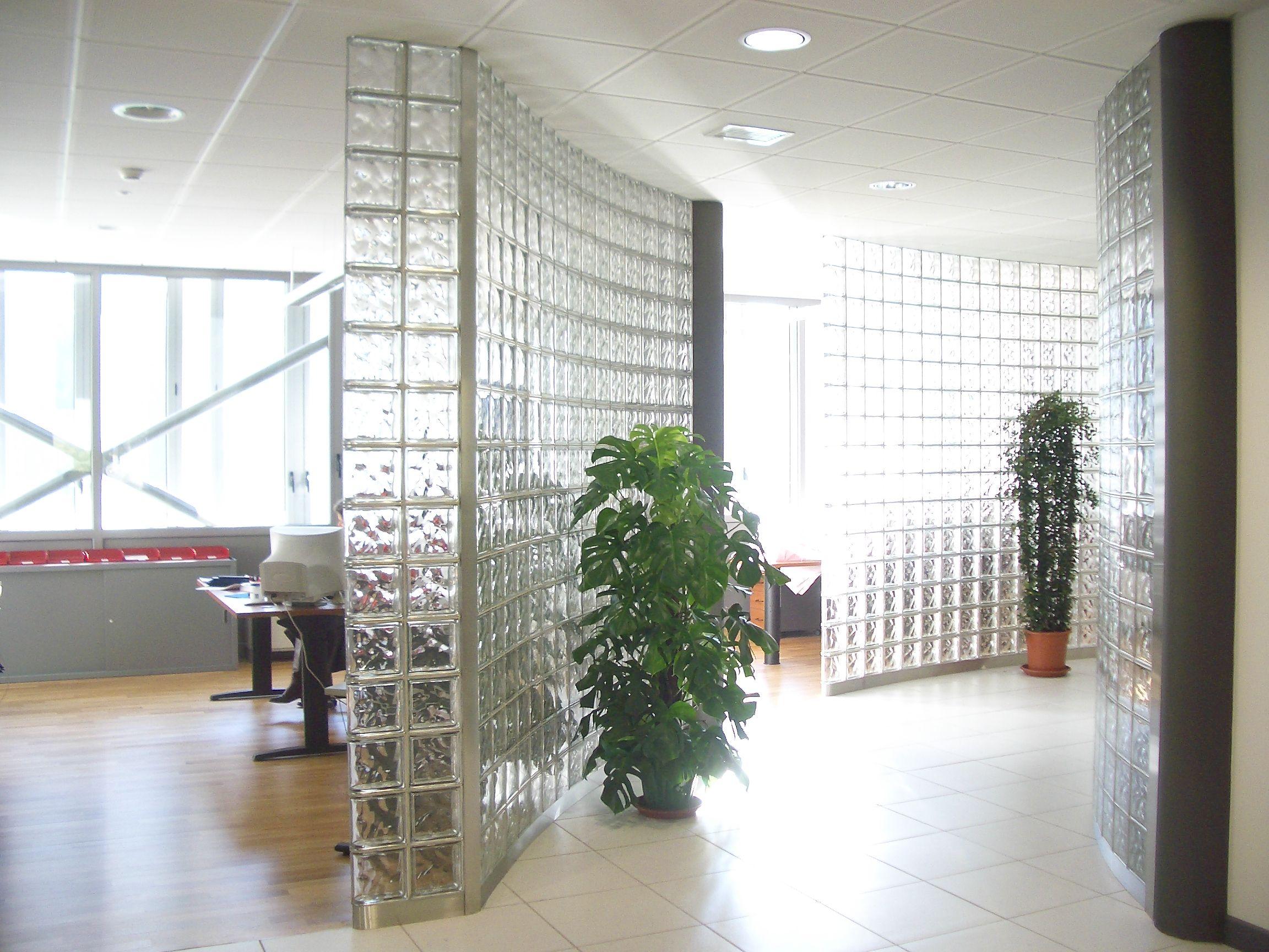 Pared divisoria con ladrillos de vidrio modelo nube neutro - Paredes divisorias ...