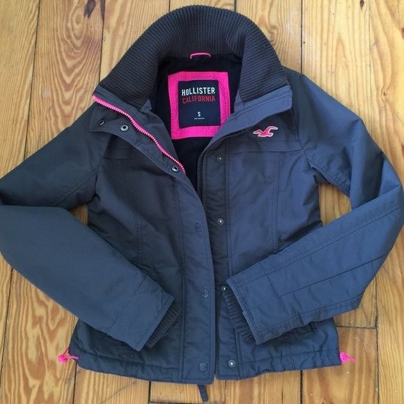 Hollister jacket Perfect condition! Super warm! Want to trade for PINK crews size xs! Hollister Jackets & Coats