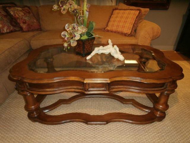 Wood and glass cocktail table with scalloped edges Creation by