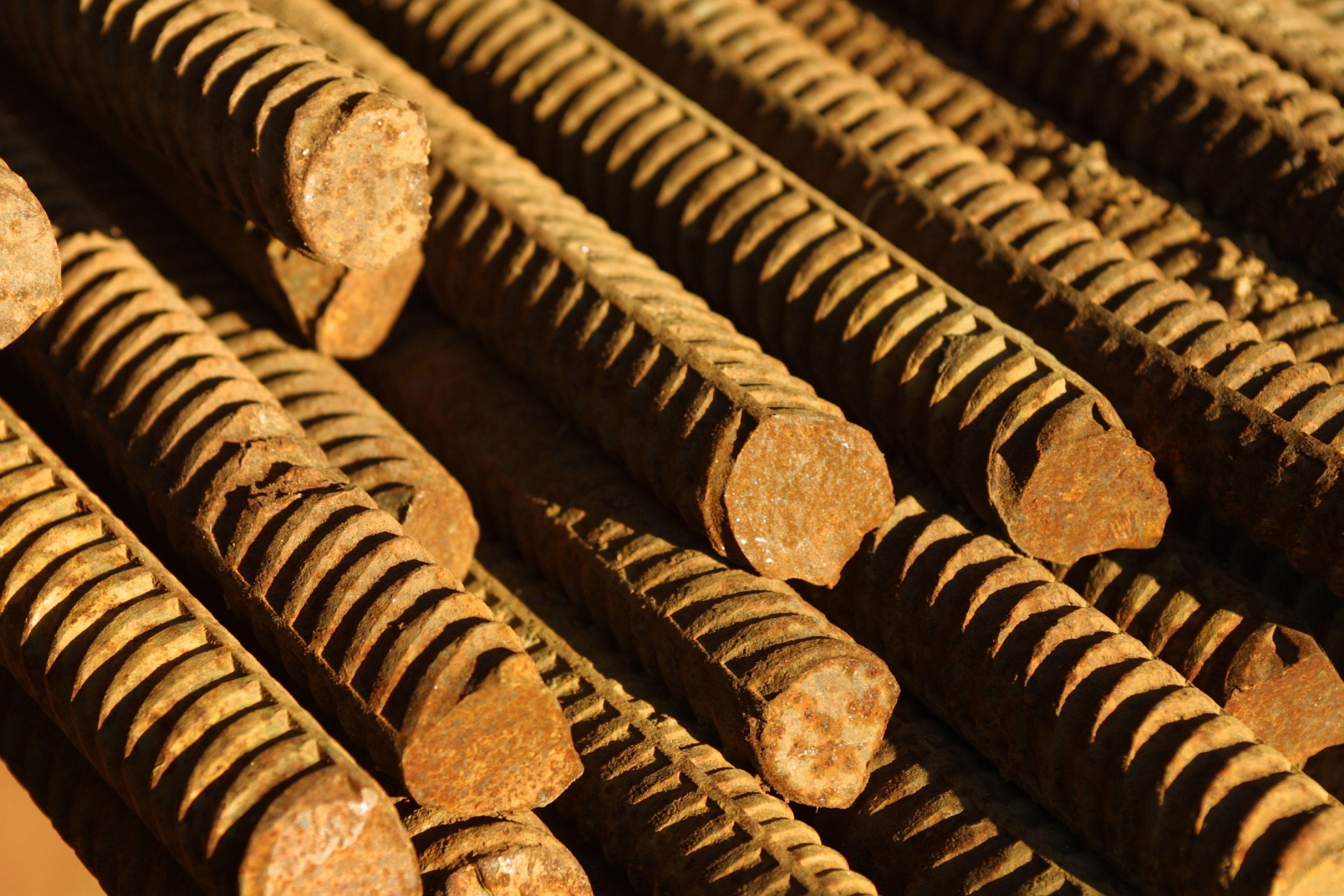 How To Bend Rebar In A Circle Homesteady Rebar Railing Railing Rustic Stairs