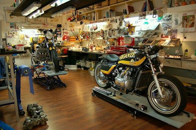 Motorcycle Man Cave Garage : Cheap man cave ideas for men low budget interior design