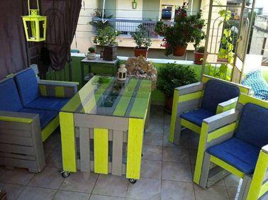 Salon de jardin en palette bois couleur gris jaune bleu | Bricobois ...