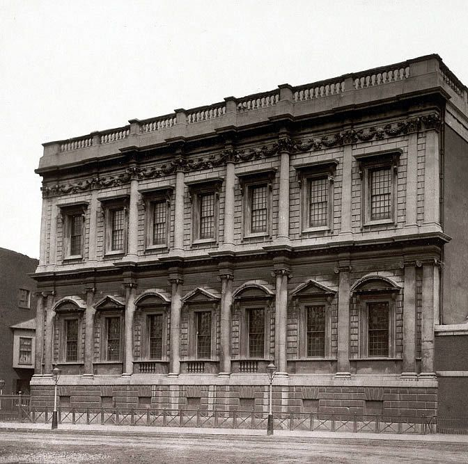 Inigo Jones - Banqueting House - London 1619-22 - The building was controversially re-faced in Portland stone in the 19th century, though the details of the original façade were faithfully preserved