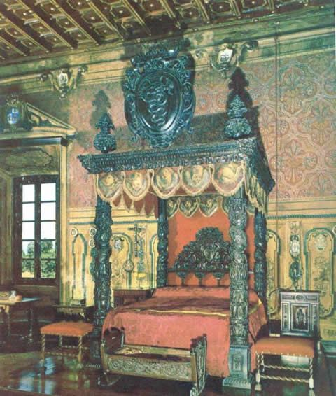 Circa 16th century (Cartouche with Visconti family arms added later) Italian canopy bed at & Circa 16th century (Cartouche with Visconti family arms added ...