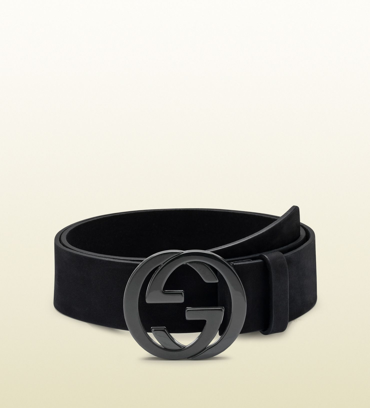 3721c7eccd6 This belt features a sleek rectangular buckle and a squared end with an  embossed logo.