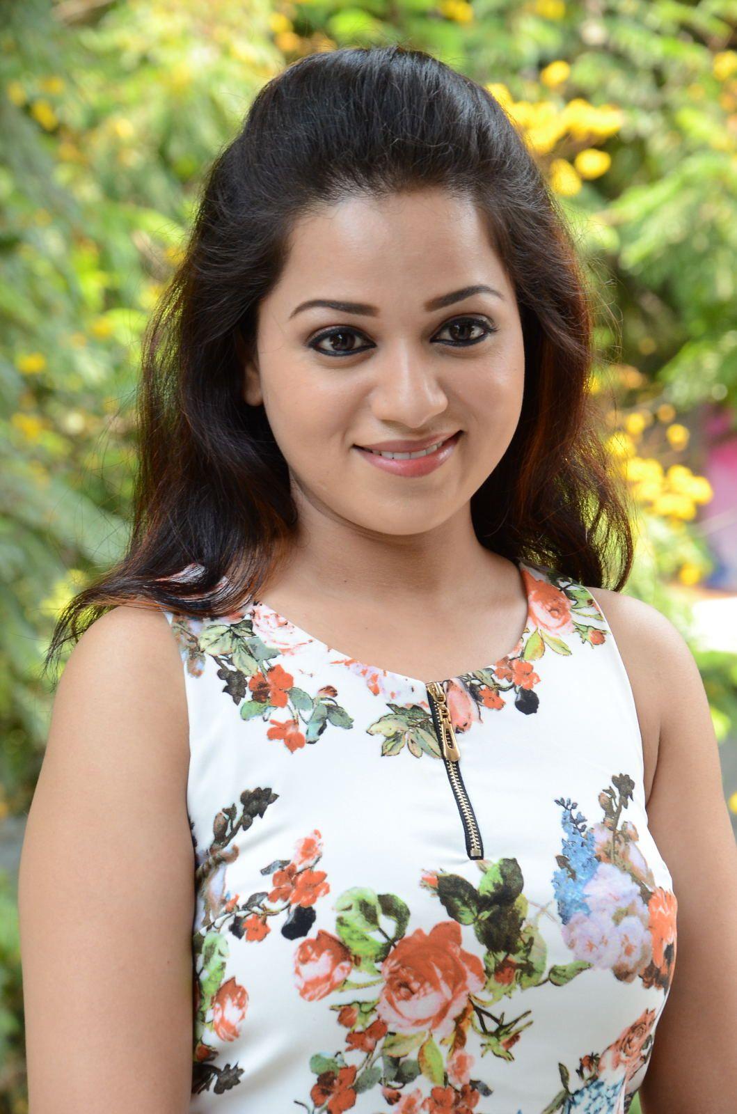 Reshma Rathore Photos At Jeelakarra Bellam Pm  E   Desipixer  E   Malayalam Actress Classic Beauty