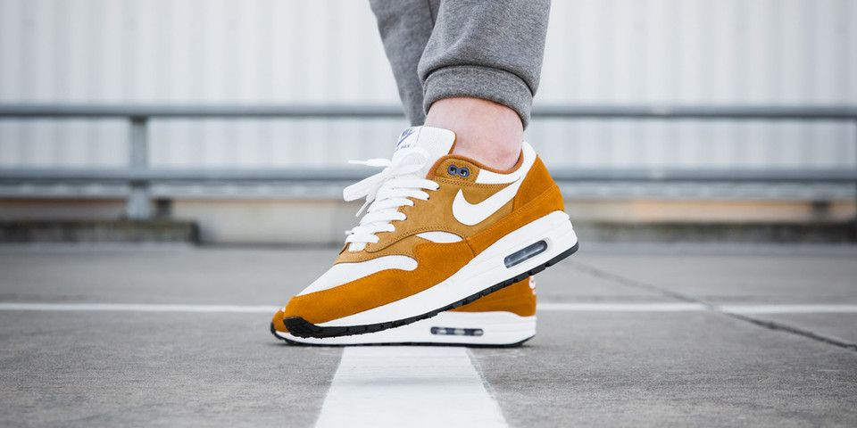 """dfd61d7f31689 An On-Foot Look at the Nike Air Max 1 """"Curry"""" Pack"""