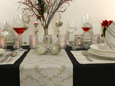 Weihnachtstischdecke mit kunstvollen Ornamenten. Tolle Tischdecke für jede Festtagstafel