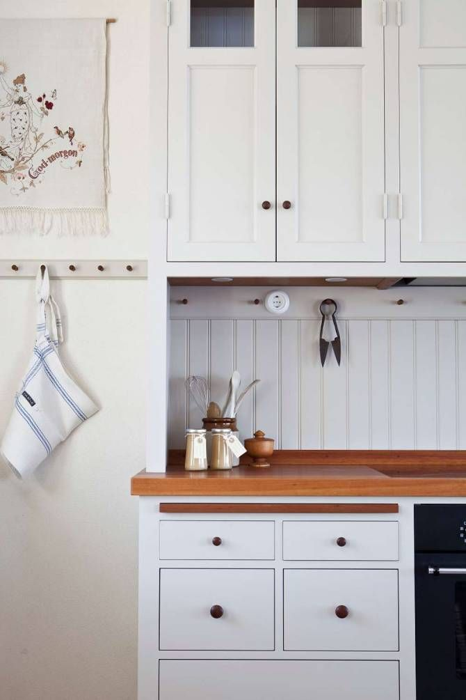 Beadboard with hooks backsplash | Ideas for the new house ...