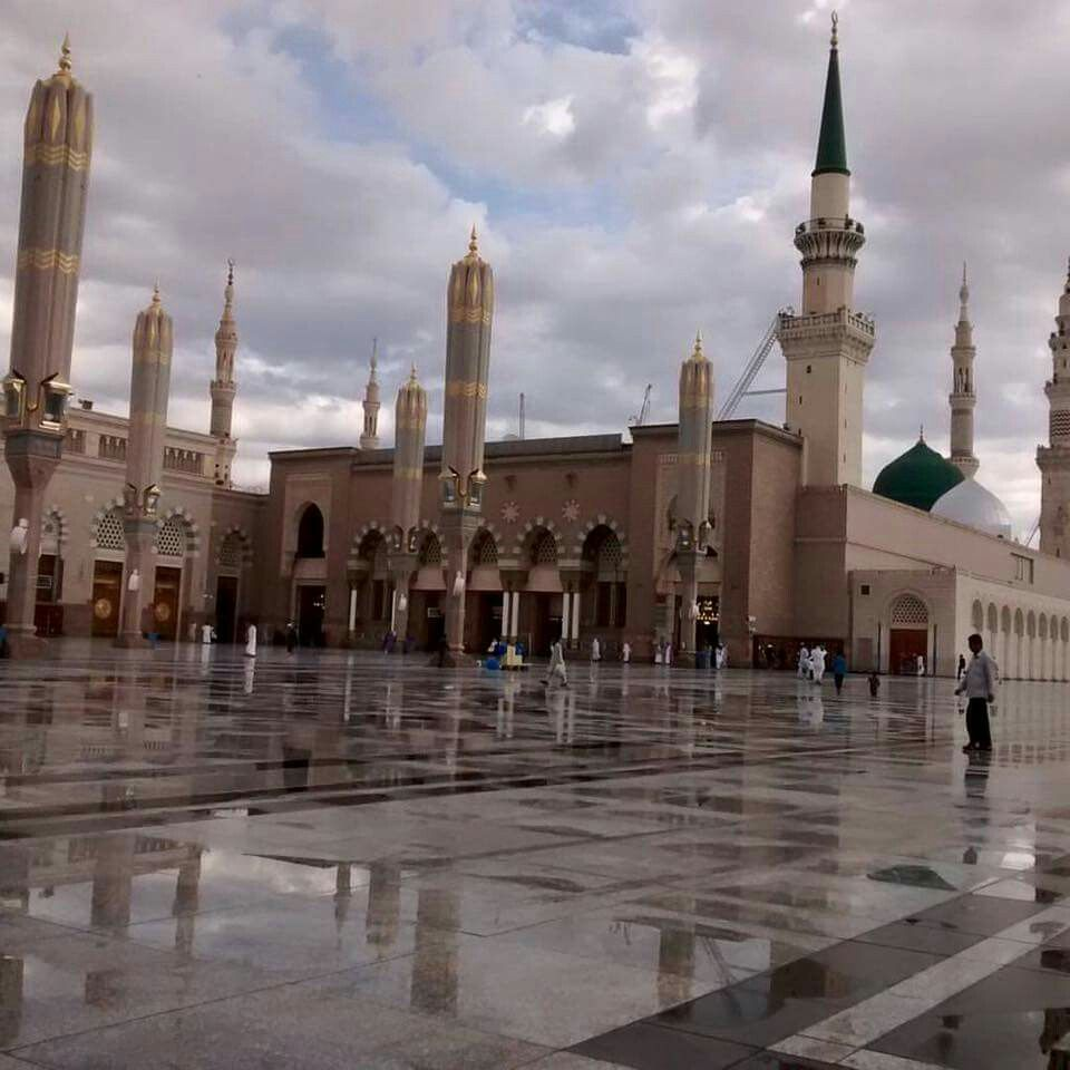 Pin By Sawsan Hawari On معالم المدينة المنورة Mosque Mekkah Medina