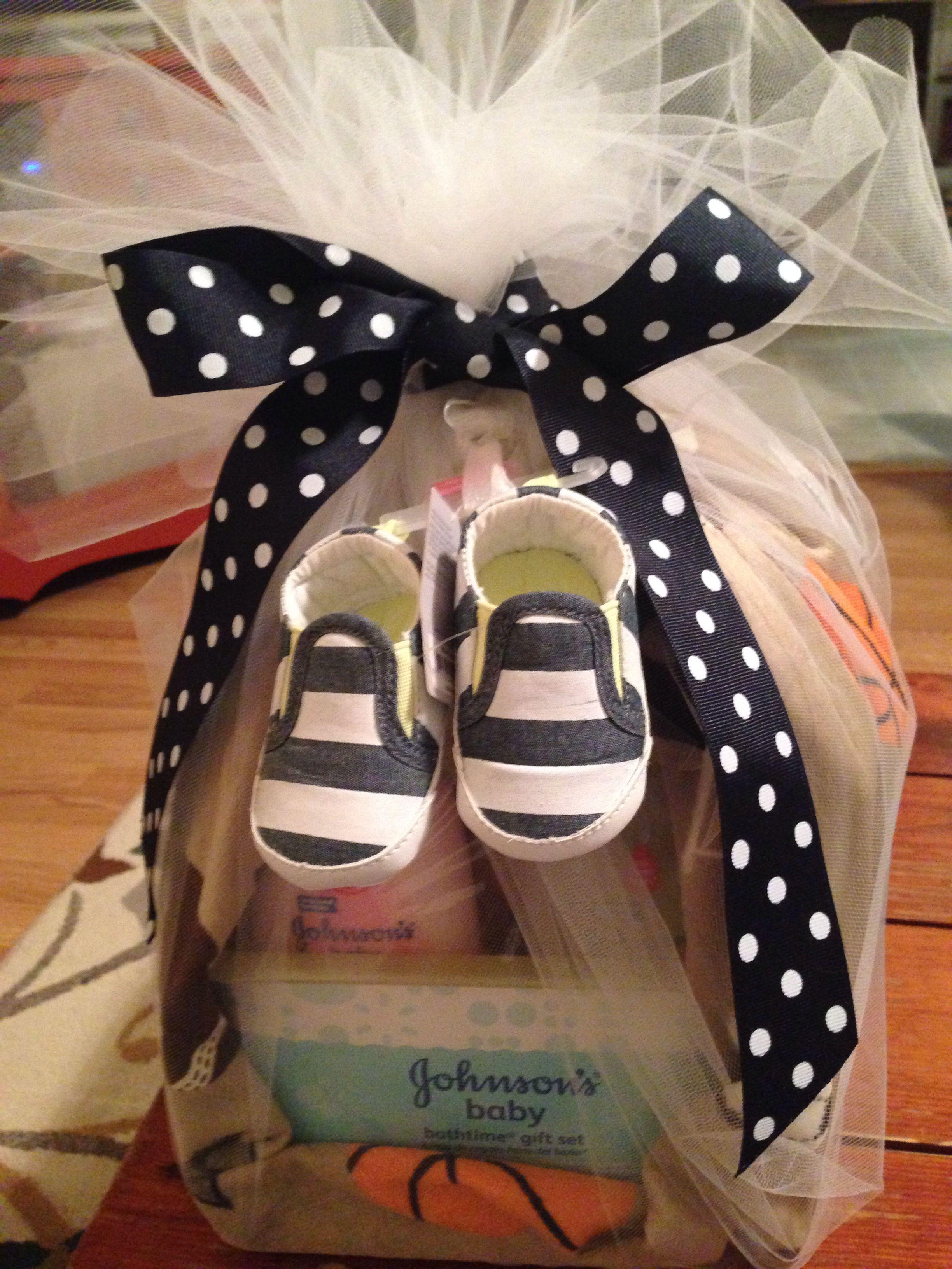 Baby stork gift set boy johnsons bathtime gift set