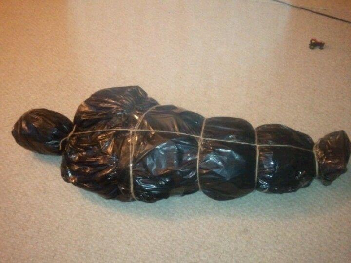 how to make body bag halloween prop