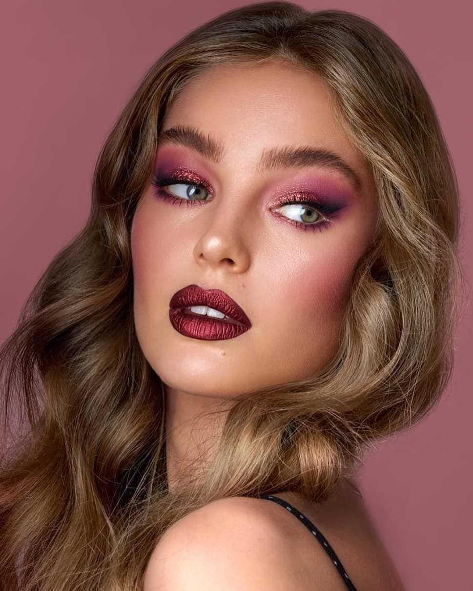 Our Holiday glam involves berry eyes and metallic lips, for sure! 💃💖 The  amazing @nikki_makeup m… | Photoshoot makeup, Beauty makeup photography,  Bright eyeshadow