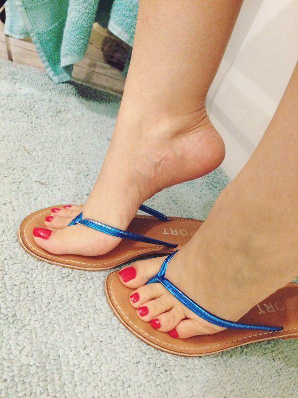 Sexy women fetish legs sandals