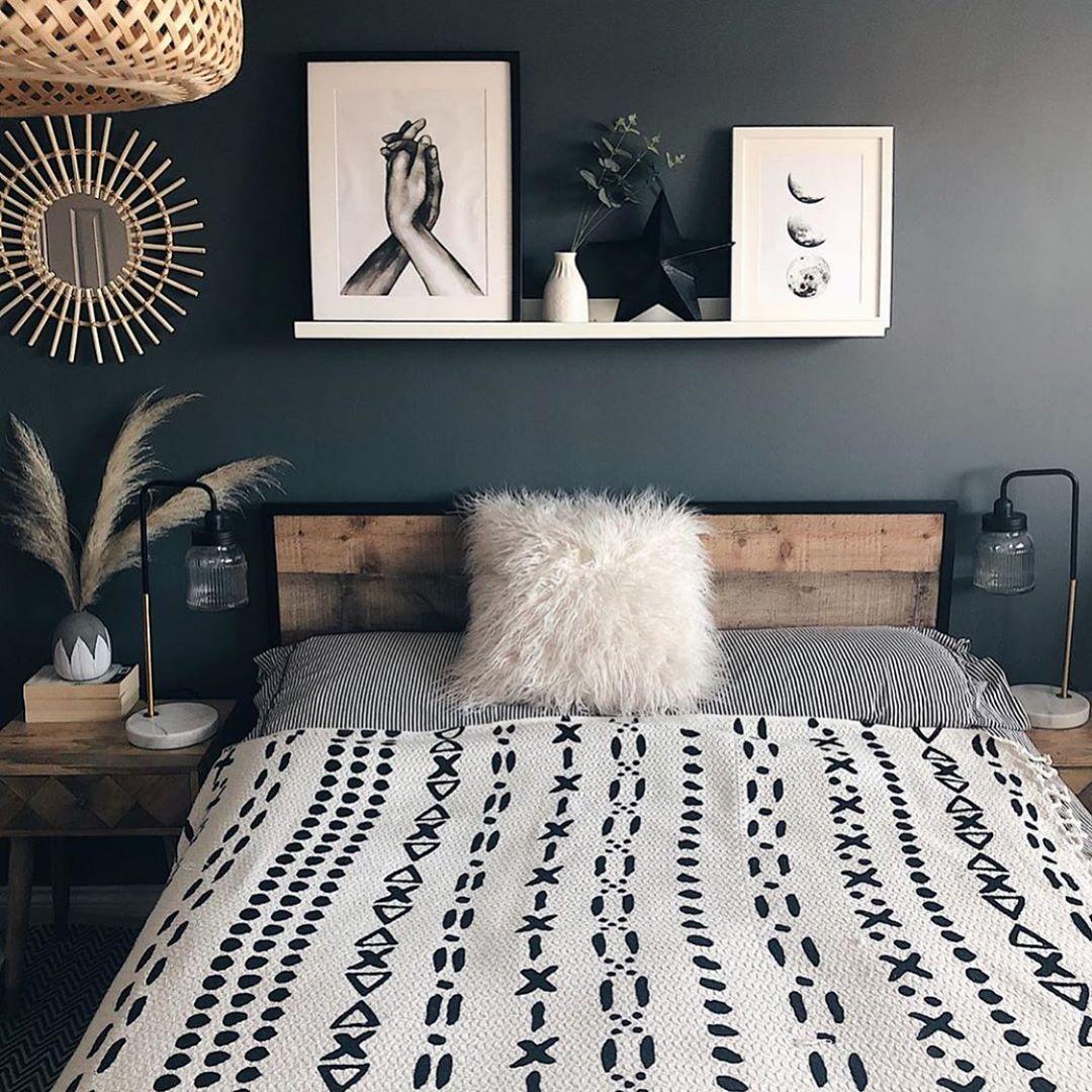 Idea Utk Bilik Tidur Korang Cantik Kan Bilik Tidur Tak Semestinya Kena Cat Warna Cerah Color Gelap Pon Cantik Tau Home Decor Bedroom Interior Bedroom Design