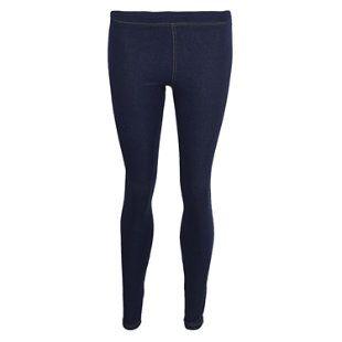 Estos son jeans y los pones en tu piernas. Es todo azul marino. Es cómodo de llevar.