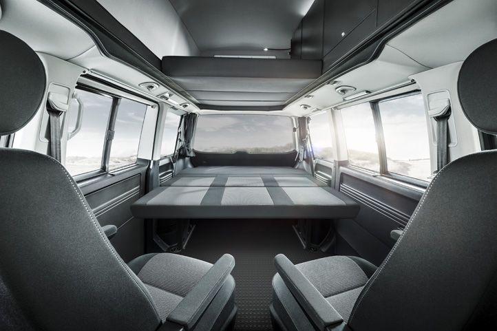 innenansicht liegefl che des neuen custom bus schlafsitzbank systems im vw t5 caravelle. Black Bedroom Furniture Sets. Home Design Ideas
