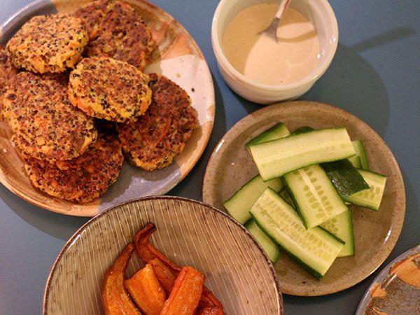 """Opskrift på scramled tofu med gode grønsager og quinoa – plus reste""""deller""""!"""