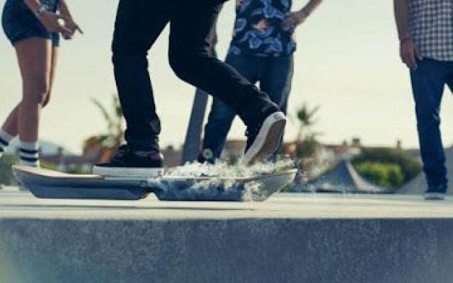 [VIDEO] Lo skateboard volante, mai visto prima d'ora: ecco l'invenzione rivoluzionaria #skateboard #invenzione #volare #video