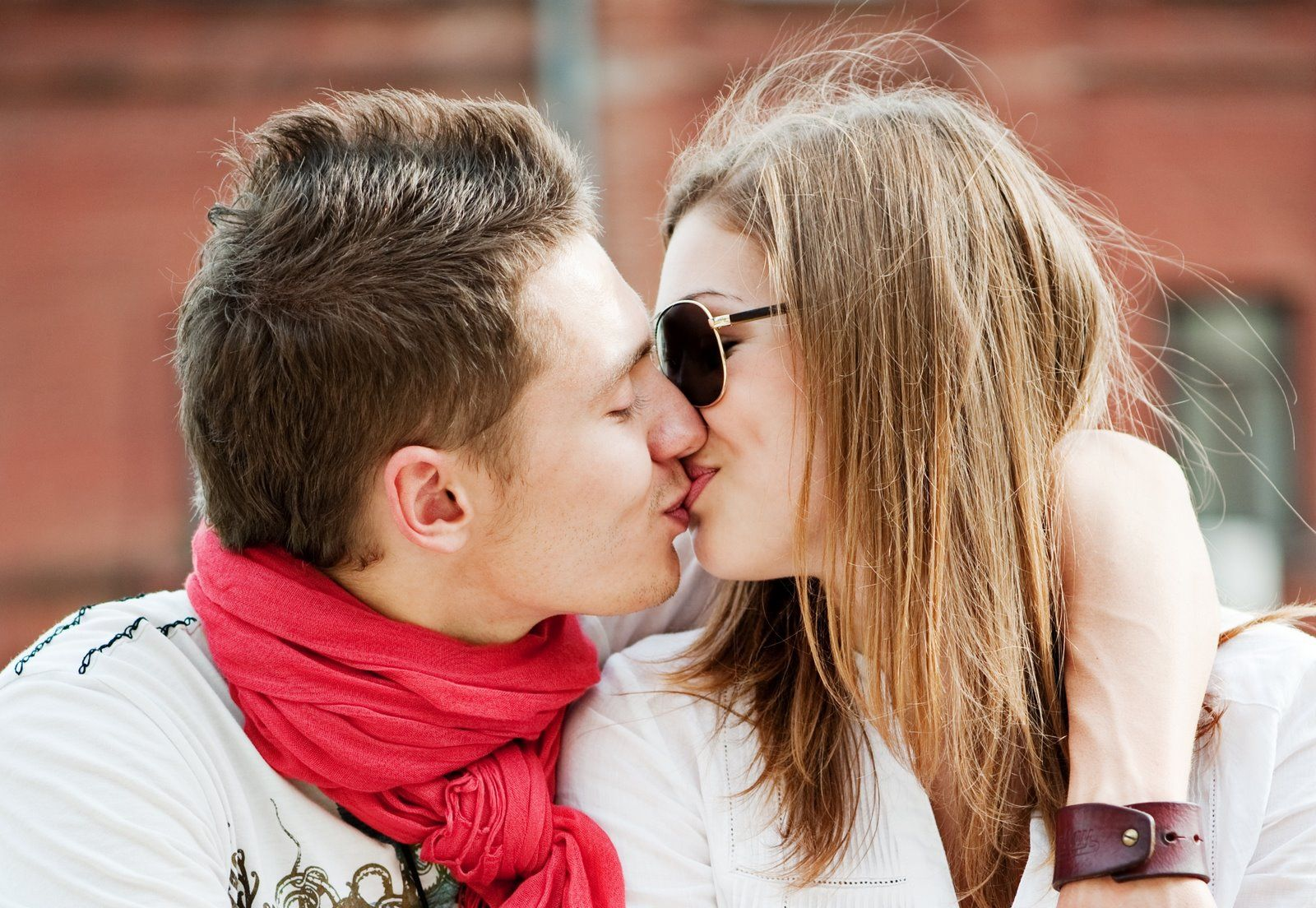 kissing pictures of love couple hd kissing wallpapers of couples