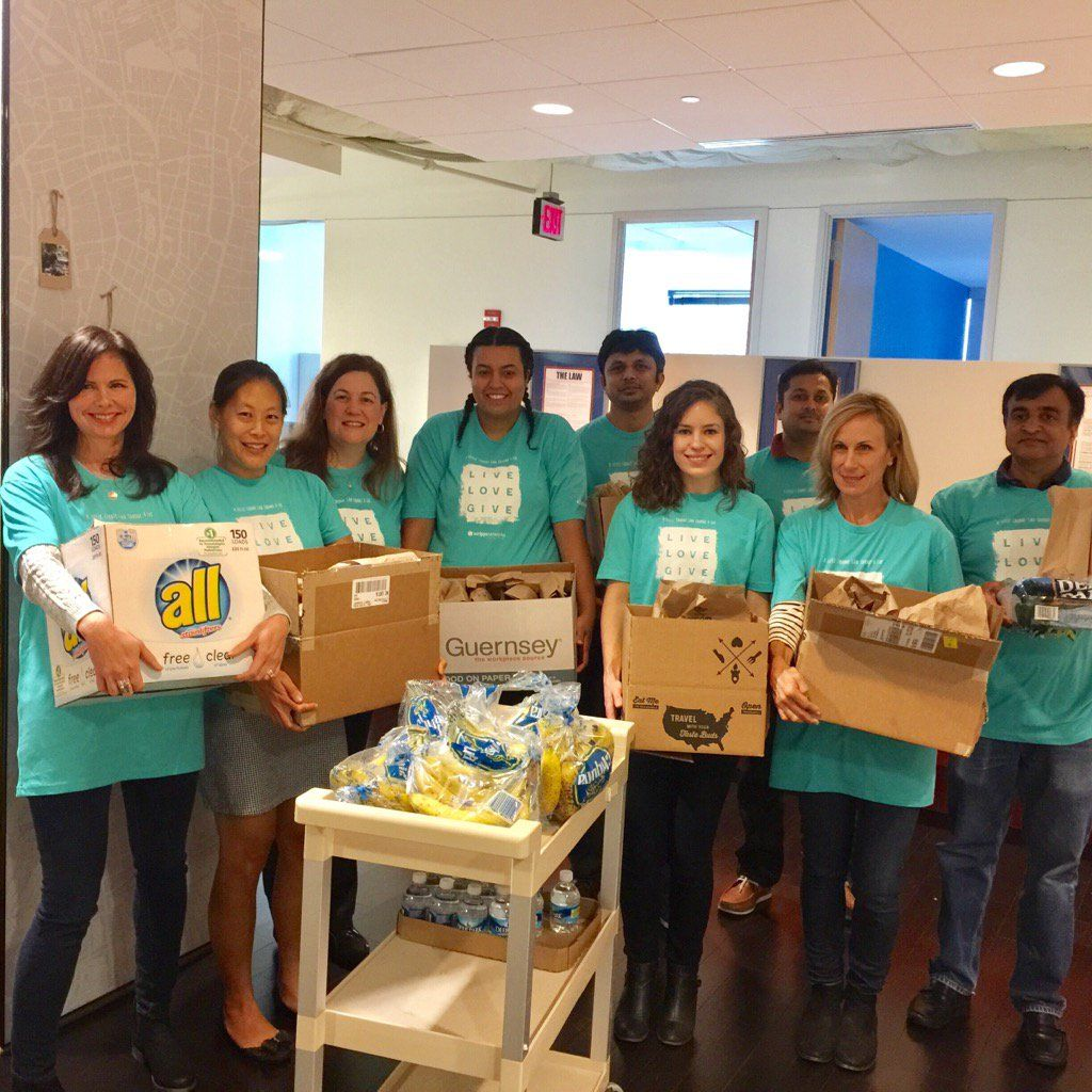 @hgtv : RT @ScrippsNet: Shout out to our Chevy Chase office for all of their hard work bagging lunches! #ScrippsGives https://t.co/bhEjSw2tO5