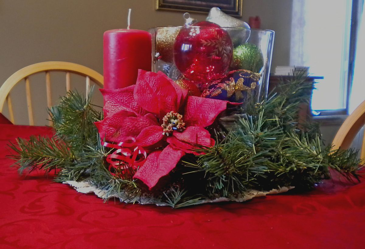 Easy centerpiece with the pampered chef trifle bowl christmas