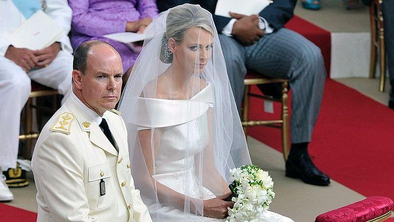 Furst Albert Von Monaco 53 Und Seine 20 Jahre Jungere Braut Charlene Haben Sich Im Ehrenhof Des Grimaldi Palastes Charlene Von Monaco Monaco Furstin Charlene