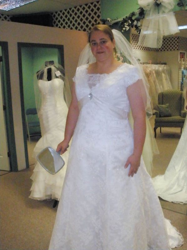 There's SO many wonderful pictures of dress types on such a real looking model!