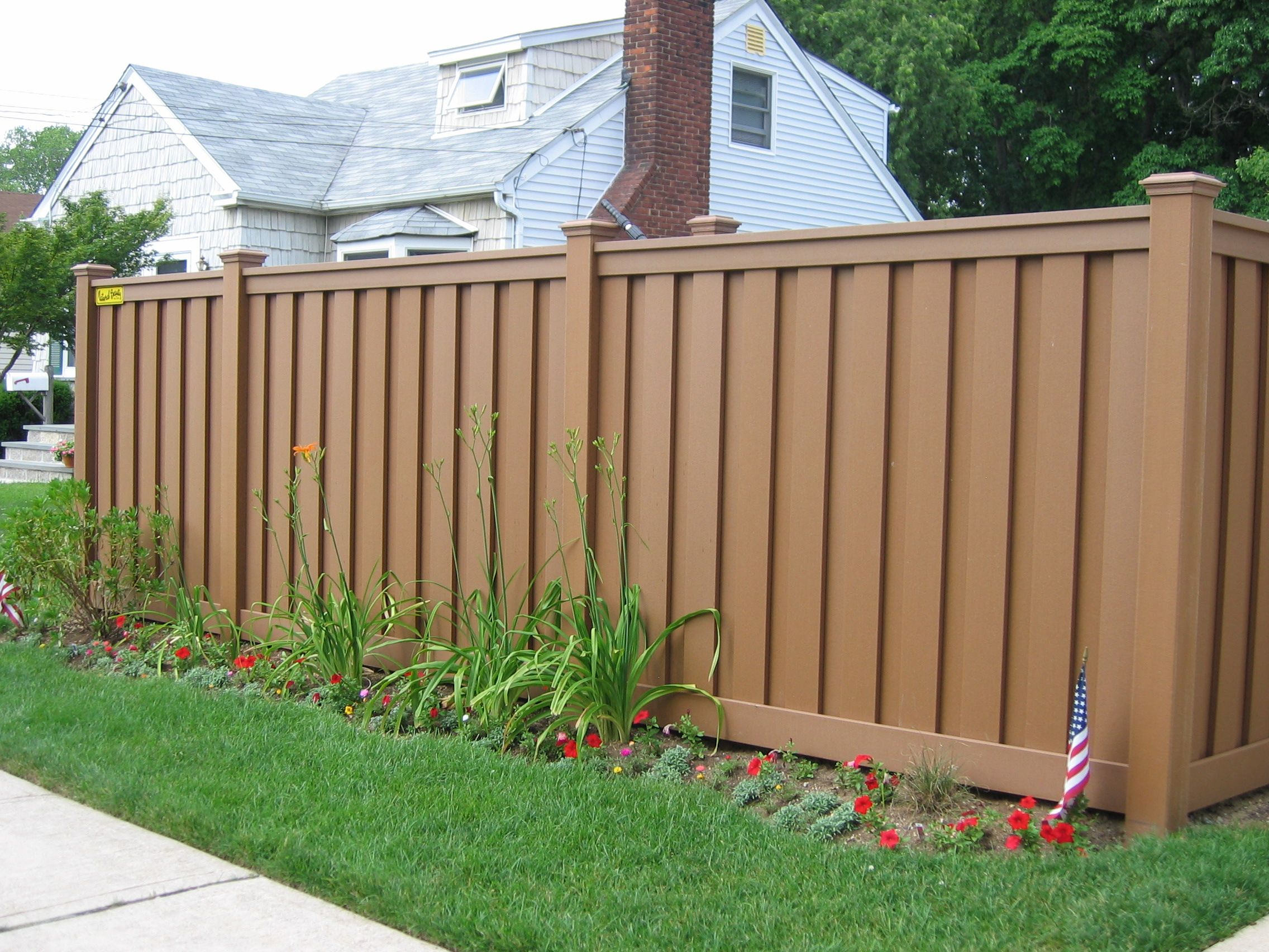 Anti uv outdoor wood plastic composite garden fence for Good neighbor fence plans