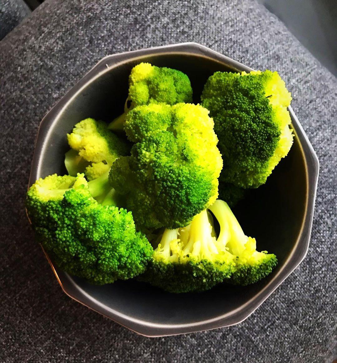 . Seni seviyorum brokoli cansın, bebeksin, lezzetlisin ve çok ponçiksin🥦😁😋😋😋 . . . . . . . . #frühst...