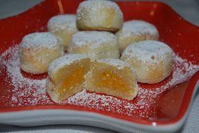Los pasteles de gloria son dulces de mazapán, típicamente navideños, lo normal es que vengan rellenos de crema de boniato o yema. ...