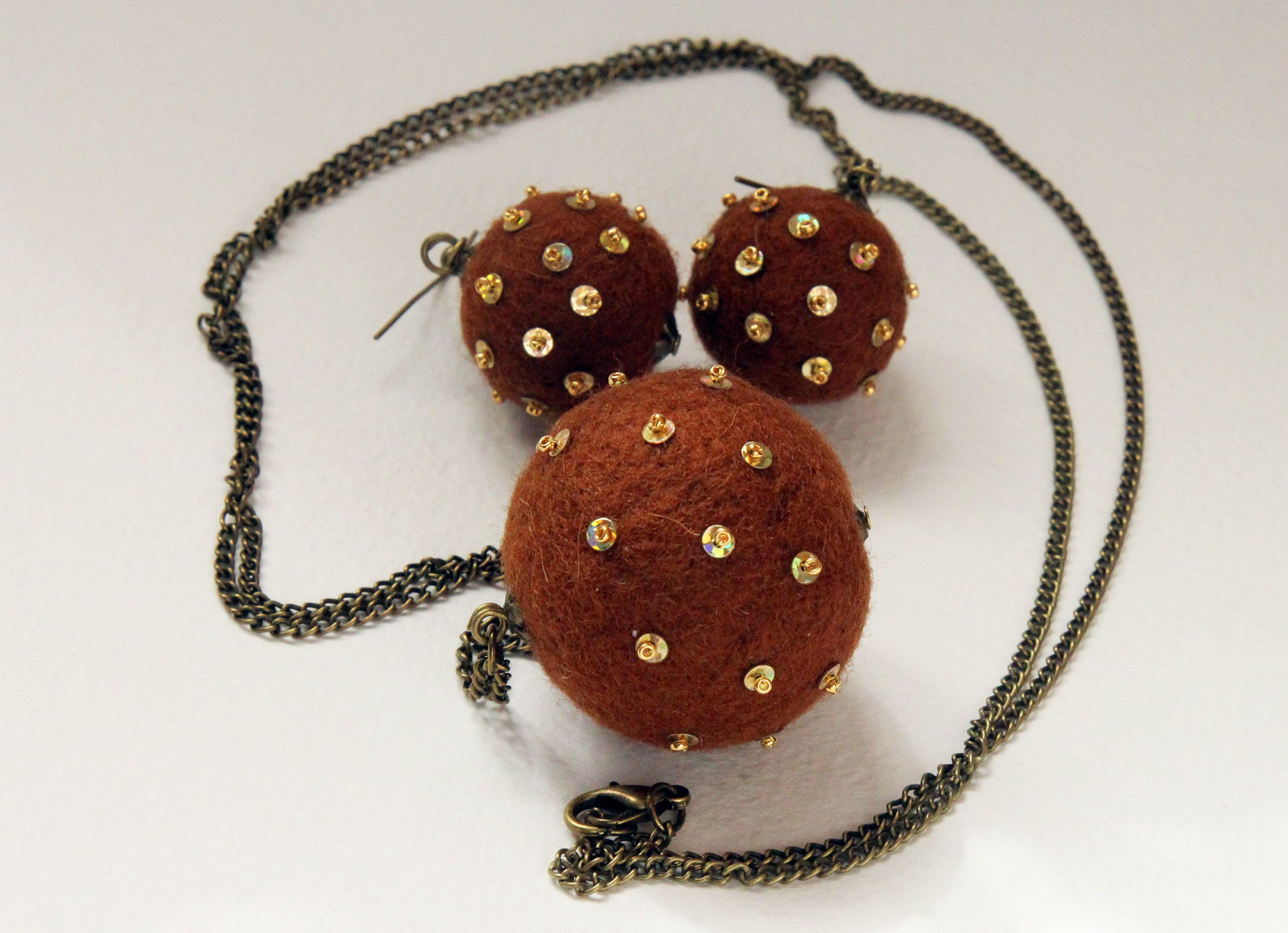 """Le nuovi arrivi i braccialetti """"Piselli"""". """"Il cioccolato"""". E possibile combinare anche con la collana e gli orecchini di collore uguale. Tutte le palline di lana cotta fatto a mano!"""