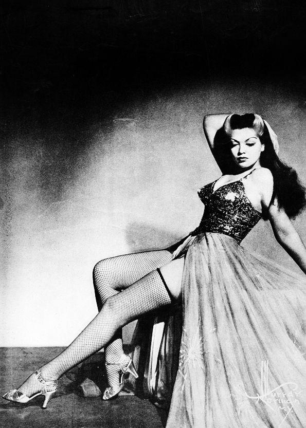 Burlesque dancer, Zorita, 1942 | Cheesecake | Pinterest ...
